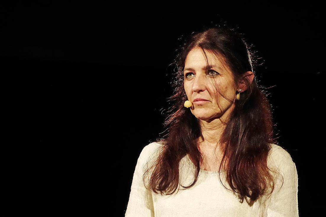 """Elisabetta Salvatori, """"Scalpiccii sotto i platani"""", Parco delle Rimembranze, Castagneto Carducci, 27 giugno 2016"""